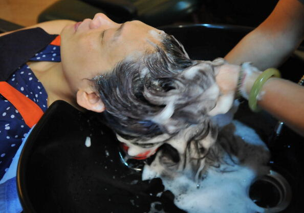This photograph taken on July 29, 2013 shows a hairdresser washing the hair of a client at a salon in Taipei.  AFP PHOTO / Mandy CHENG        (Photo credit should read Mandy Cheng/AFP/Getty Images)