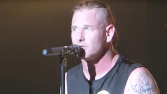 Watch Corey Taylor Tear Up During Chester Bennington Tribute