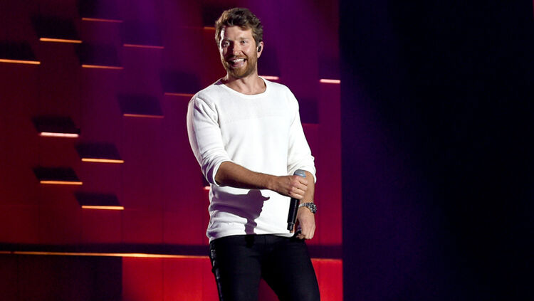Brett eldredge introduces edgar to his biggest fan kix country 929 brett eldredge doesnt typically bring his dog edgar to meet and greets but he recently made an exception after meeting a six year old fan from new york m4hsunfo