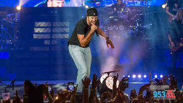 Photos - Luke Bryan at the Bank of New Hampshire Pavilion