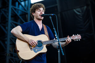Vance Joy at the August 2017 Summer Block Party