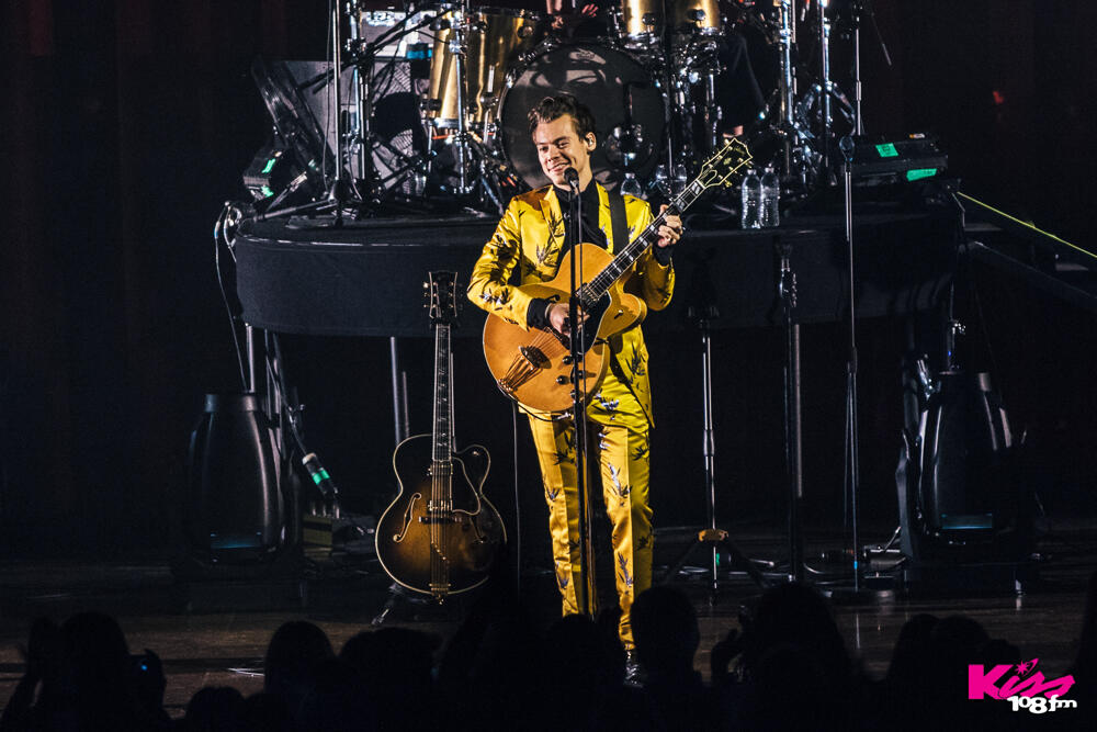 Harry Styles live at the Wang Theatre in Boston. // Photo: Jordan Corey