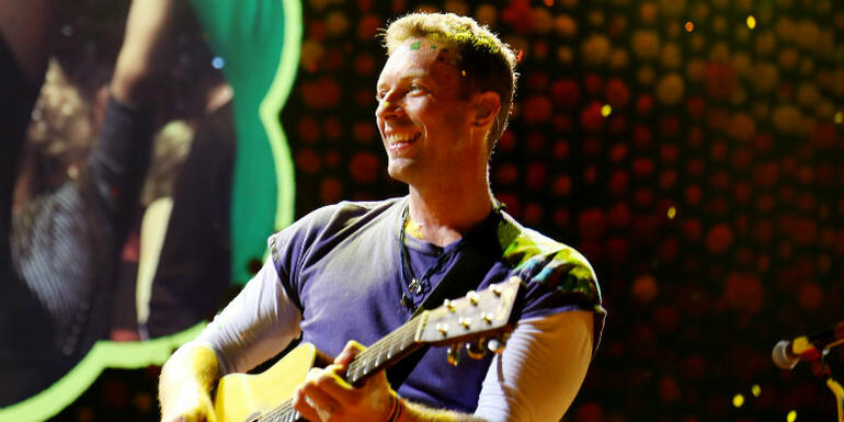 Coldplay Joined By R.E.M.'s Peter Buck For Tom Petty Tribute