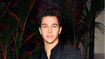KIIS Campus - Austin Mahone Surprises Hard Working Fan With Gift
