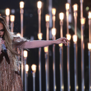 Jennifer Lopez Shakes It At Benefit Concert For Disaster Relief