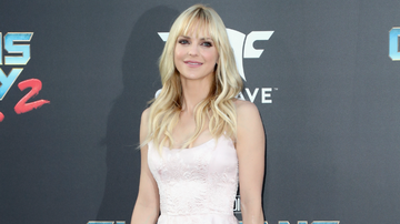 Entertainment News - Anna Faris Reveals That She And Her Family Almost Died On Thanksgiving