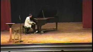 Weird News - Pianist Plays Chopsticks at Talent Show & Bores Crowd, But Then Floors Them