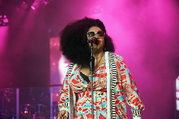 After less than two years of marriage, Jill Scott is throwing in the towel.