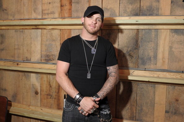 Brantley Gilbert to assist Veterans with companion dogs during tour