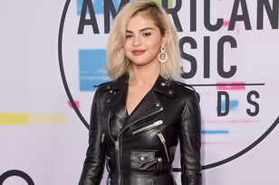 PHOTOS: Red Carpet At The 2017 AMAs
