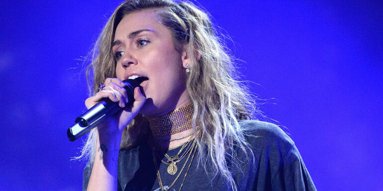 Miley Cyrus Wears Shaun White's Gold Medal In New Instagram Post