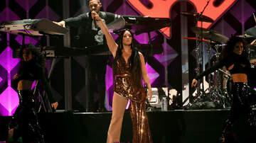 Jingle Ball - Twitter Reacts To Demi Lovato's iHeartRadio Jingle Ball Set