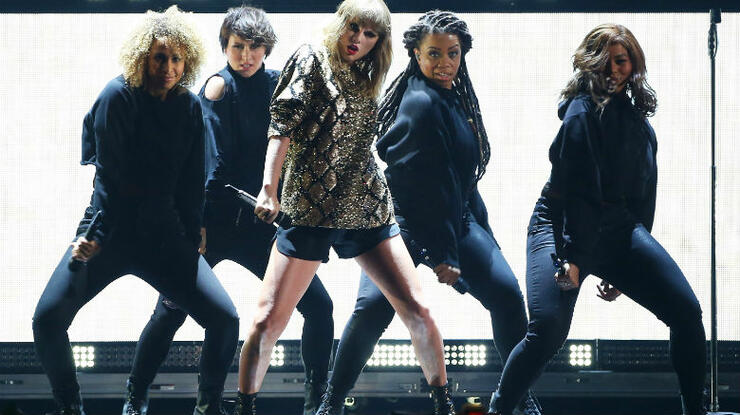 911dcbd2c2 Three months after its release, Taylor Swift finally unveiled the live  performance of her reputation lead single,