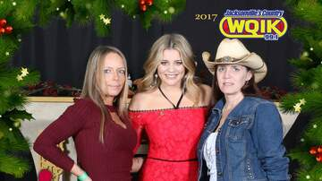 Photos - Lauren Alaina Meet & Greets: Jingle Jam