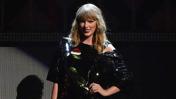 Jingle Ball - Taylor Swift's Santa Snake Sweater Is Your New Favorite Holiday Sweater