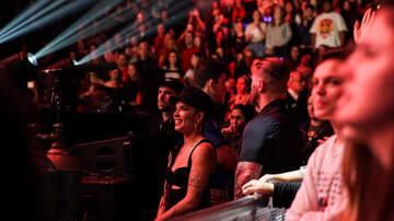 Jingle Ball - Halsey Surprises Fifth Harmony During 'Worth it'