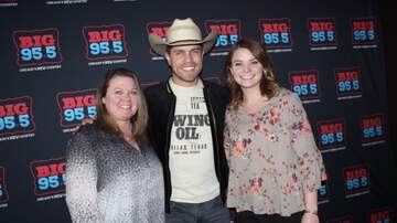 Photos - Dustin Lynch at the AT&T Flagship Store on Michigan Ave.