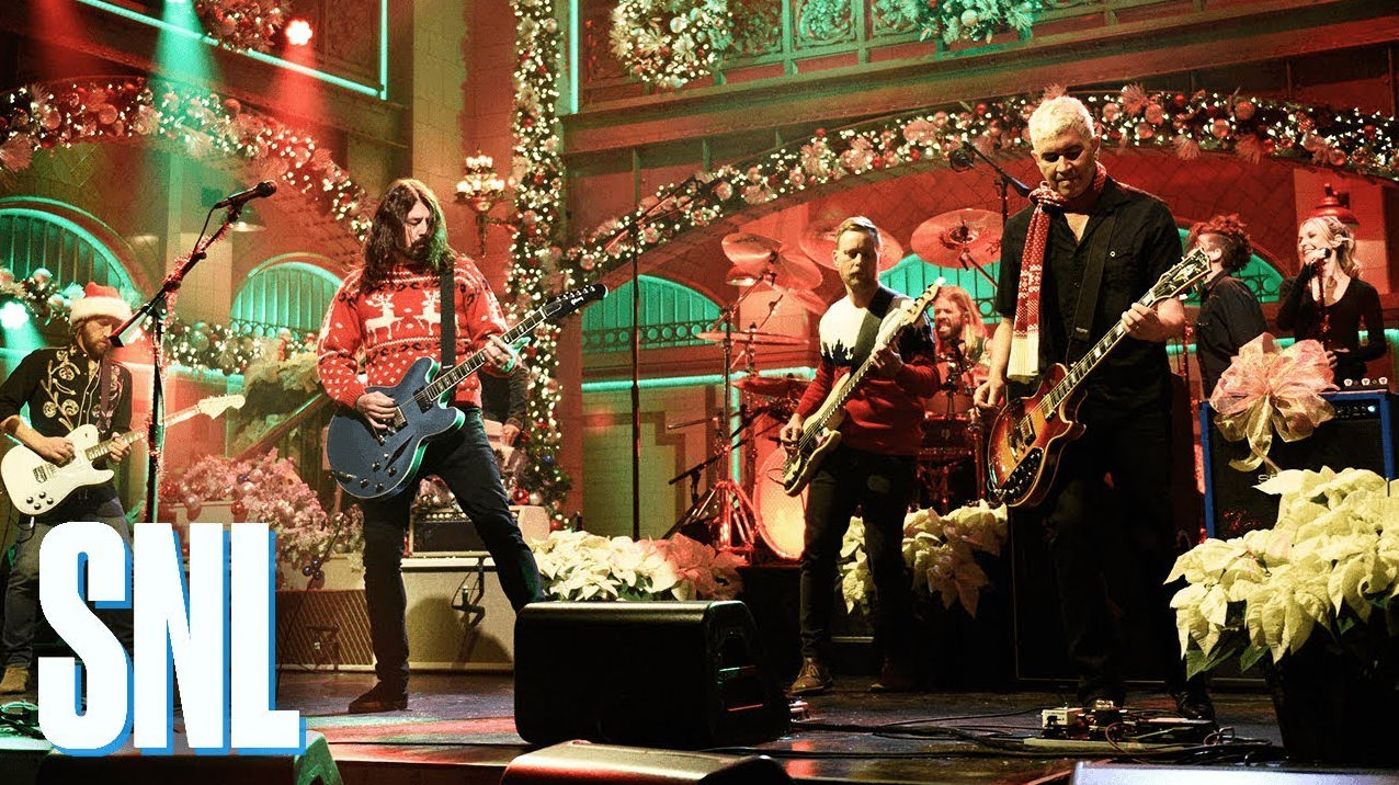 Watch Foo Fighters Get Festive With Snl Christmas Medley Performance