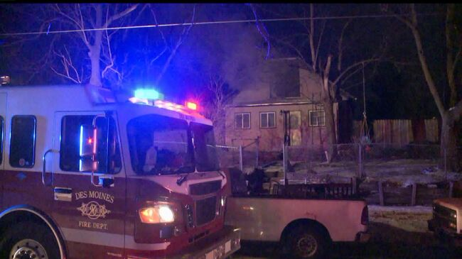 House fire called in at 4:52 a.m. says Des Moines Fire Department.  Photo by WHO-TV Channel 13
