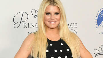 Music News - Jessica Simpson Mocks Her Swollen Foot In Hilarious 10-Year Challenge Post