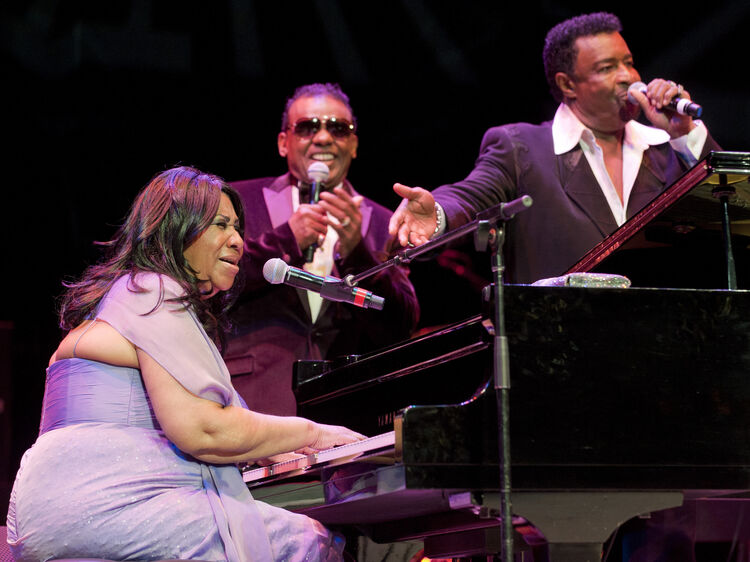 CLEVELAND, OH: Aretha Franklin performs an encore with Ronald Isley and Dennis Edwards during the Roll Hall of Fame November 5, 2011 in Cleveland, Ohio. (Photo by Jason Miller/Getty Images for Rock & Roll Hall Of Fame)