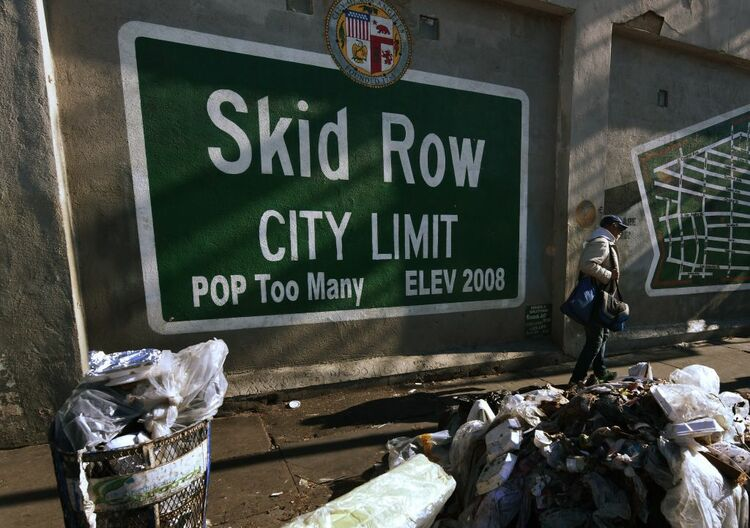 L a city council approves use of trailers as emergency for Homeless shelters los angeles