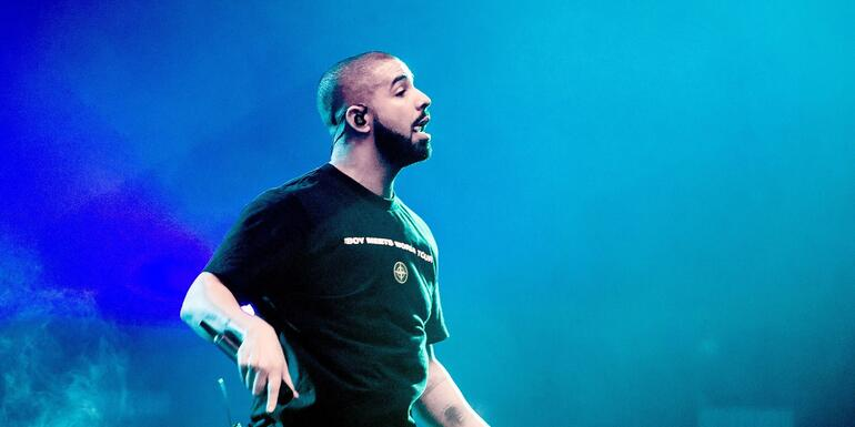 """Drake Gives Away Over $900,000 In """"Gods Plan"""" Video"""