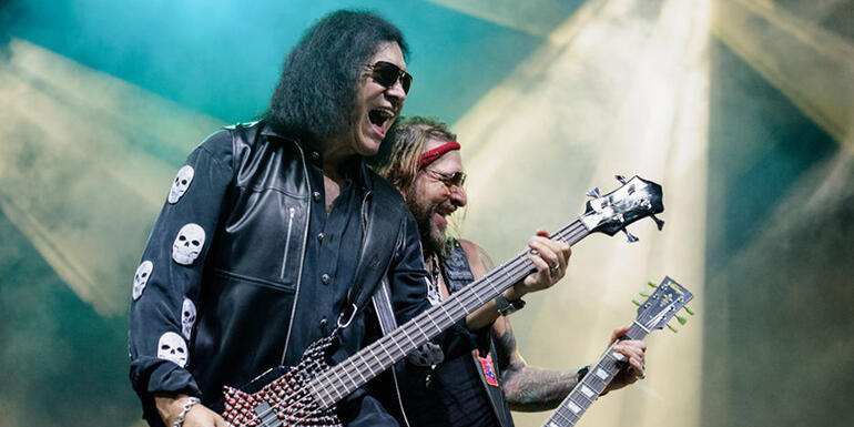 """Watch Gene Simmons Welcome Blind Fan Onstage to Sing """"Dr. Love"""""""