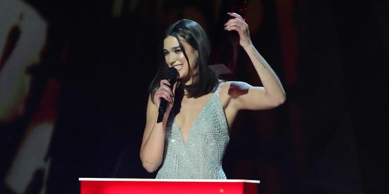 Watch Dua Lipa Dedicate Her BRIT Award To 'Women Taking Over The World'