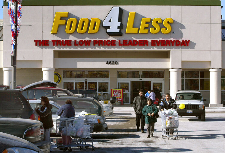 Gunman Open Fires At Food For Less In San Diego