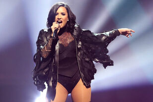 Demi Lovato Fractured Her Foot Falling Down Stairs In Bali