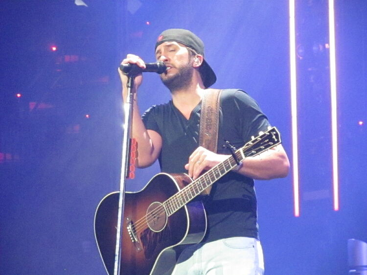 Luke Bryan at Cajundome pictures 3.9.18