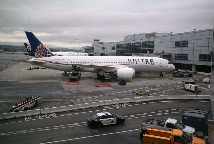 Getty Images - United Airlines Plane Loses Dog Bound For Kansas