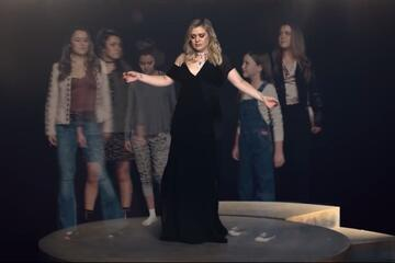 Check out the latest visuals from Kelly!
