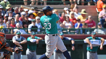 Seattle Mariners - Nelson Cruz forced from game after injuring ankle slipping on stairs