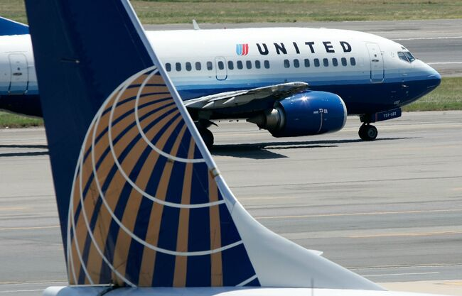 United Airlines offers passenger $10,000 travel voucher