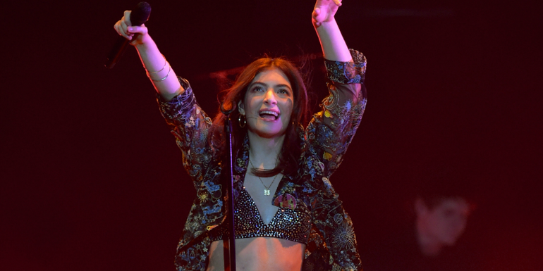 Watch Lorde Cover Kanye West Classics At Her Chicago Show