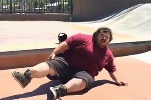 Heavy Dude Snaps Ankle in Half on Skateboard
