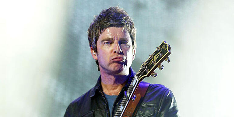 "Noel Gallagher Says He ""Couldn't Give a Flying F**k"" About Lyrics"