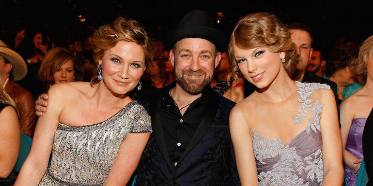 "Sugarland Opens Up About New Taylor Swift-Penned Song ""Babe"""