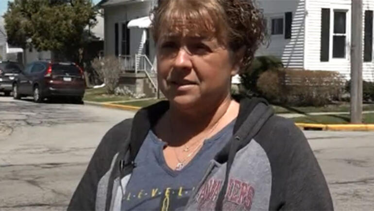 Ohio Woman Saves Toddler Hanging From Gutter