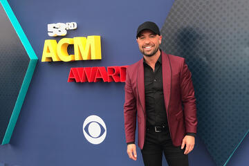 The ACM Awards red carpet was full of funny.