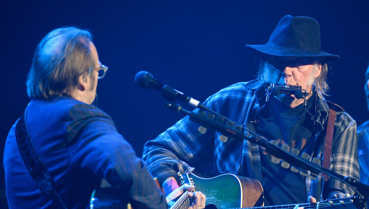 Neil Young and Stephen Stills Reunite at Charity Benefit in L.A.