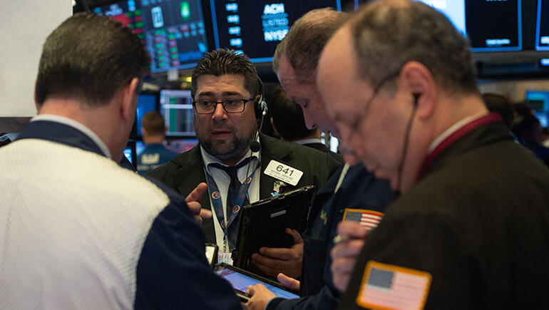 Dow Drops Over 400 Points On Poor Earnings Reports