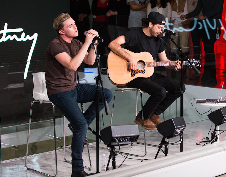 Jesse McCartney Performs Live on the Honda Stage in New York City (VIDEOS)