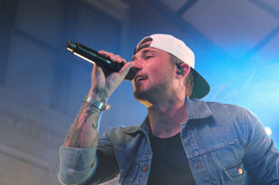 Michael Ray Performing At Hot Country Nights