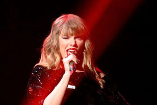 Taylor Swift Surprised A Badly Burned Girl In Phoenix