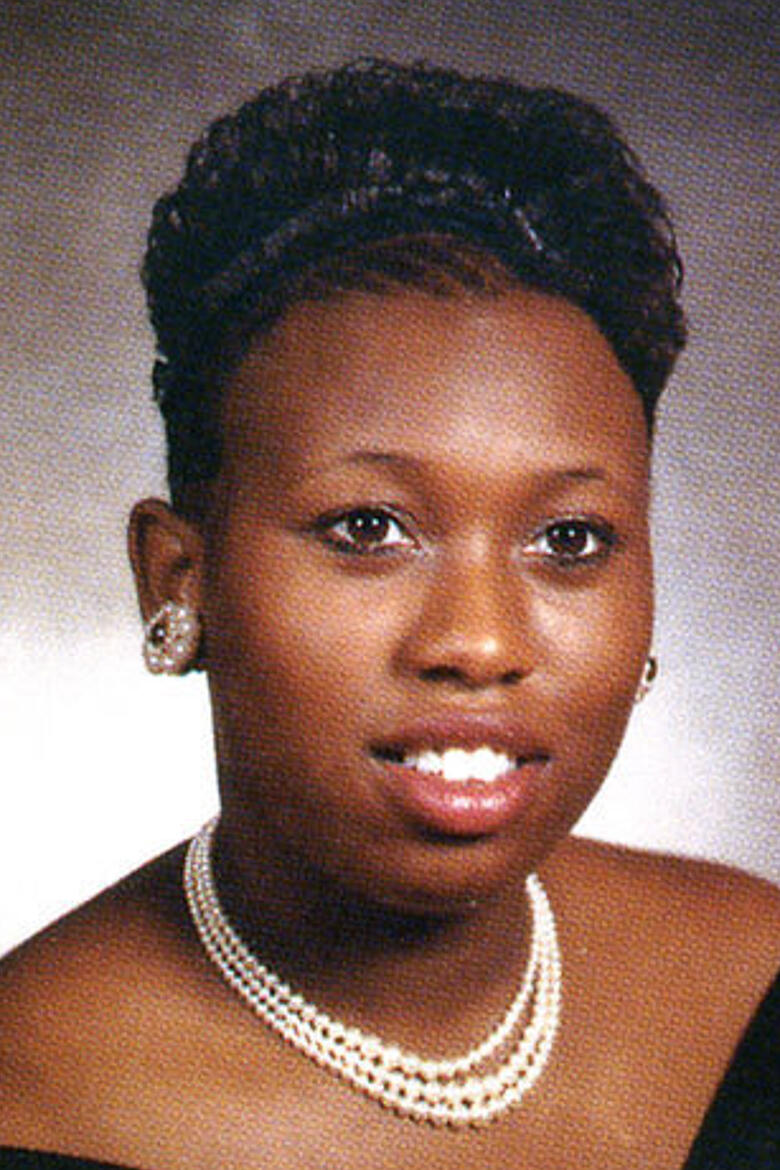 33 celebrity yearbook photos before they were famous