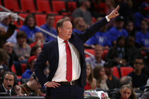 Bucks to hire Mike Budenholzer as next head coach