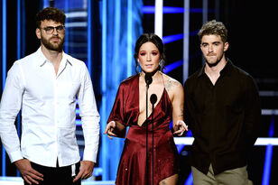 The Chainsmokers & Halsey Remember Avicii at 2018 Billboard Music Awards